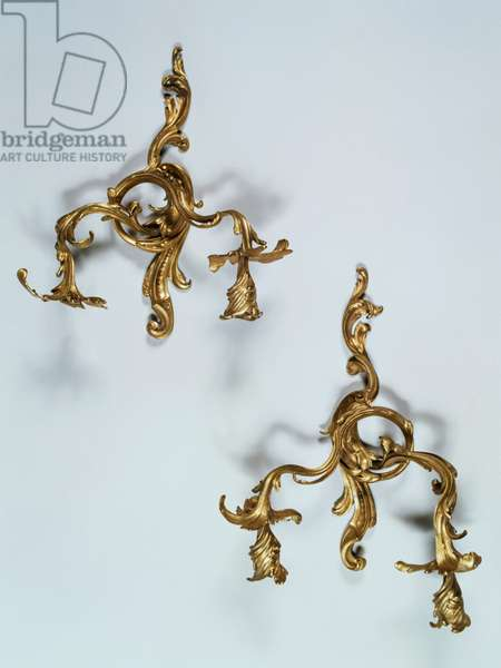 Pair of Louis XV style two-light appliques, in chiseled and gilded bronze with decorations, 40x34cm, France, 18th century