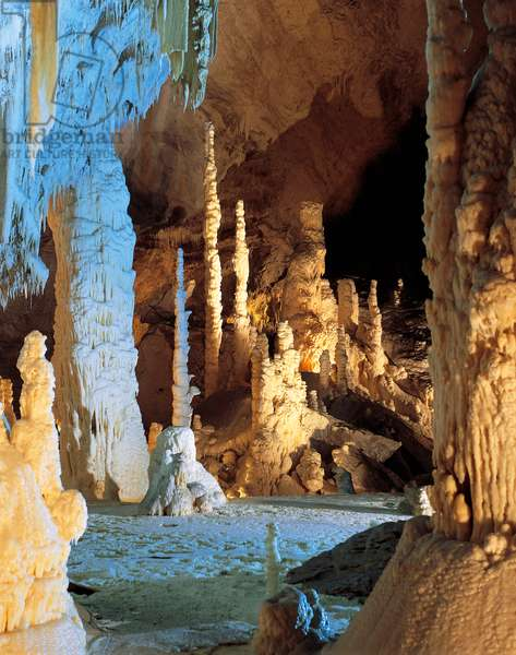 Stalactites and stalagmites, Frasassi Caves, Gola Della Rossa And Frasassi Regional Natural Park, Marche, Italy (photo)