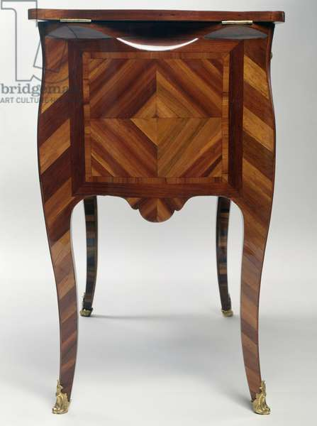 Diamond-point design, Louis XV style oak dressing table with bloodwood veneer, stamped, ca 1750, by Mathieu Criaerd (1689-1776), side view, France, 18th century