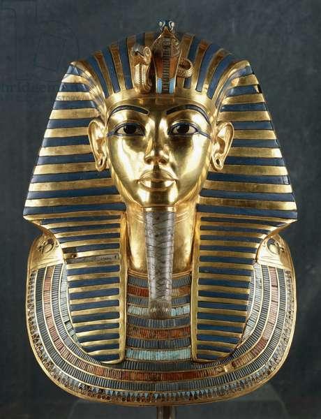 Funerary mask of Tutankhamun, Beaten gold, Ceramic and semi-precious stones, From Tomb of Tutankhamun, Thebes, Egypt, Goldsmith art, Egyptian civilization, New Kingdom, Dynasty XVIII