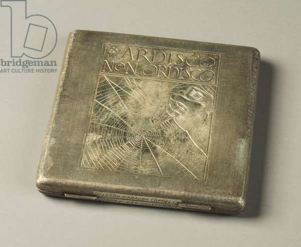 Linen silver cigarette case, engraved with saying of D'Annunzio Ardisco non ordisco with illustration of Adolfo De Carolis, by Mario Buccellati