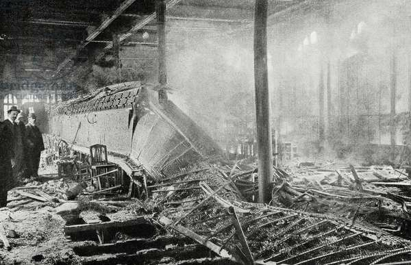 Remains of Gutenberg Telephone Station after fire on September 20, 1908, Paris, France, photograph by Royer, from L'Illustrazione Italiana, Year XXXV, No 39, September 27, 1908