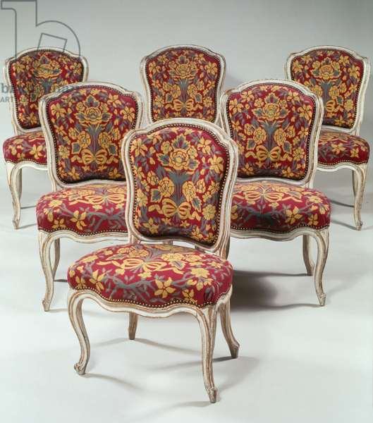 Set of six Louis XV style chairs with curved back, in molded wood with ribs, lacquered cream-colored, arched legs, Mayeux logo, 86x55x48cm, France, 18th century