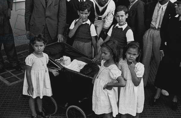 Boys and girls, Spanish refugees arriving onto Genoa port, August 3, 1936, Spanish civil war, Italy, 20th century
