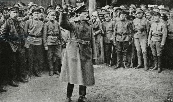 Russian revolutionary leader Leon Trotsky haranguing soldiers, Russia, from L'Illustrazione Italiana, Year XLIX, No 36, September 3, 1922