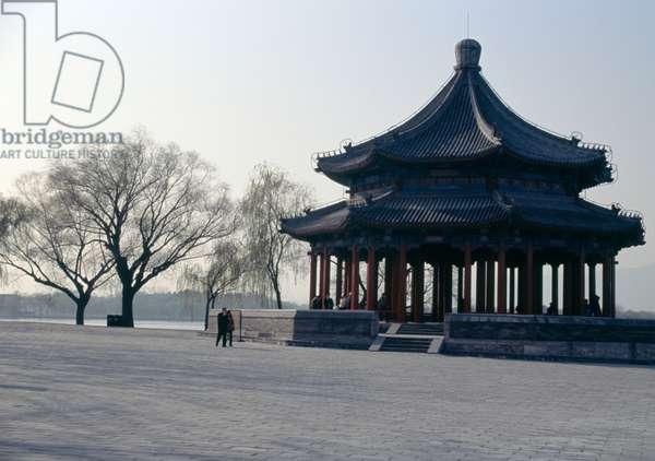 Heralding spring pavilion, bank of Kunming lake, Summer palace (Unesco World Heritage List, 1998), Beijing, China, 19th century (photo)