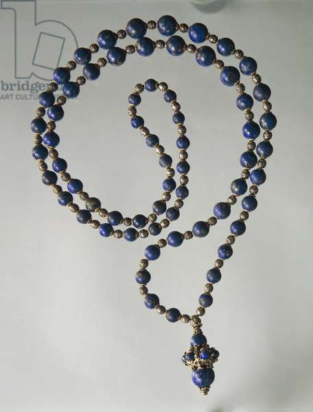 Lapis lazuli waist necklace with gold and silver elements. Part of parure together with earrings created for Gabriele D'Annunzio, by Mario Buccellati, 1930s.