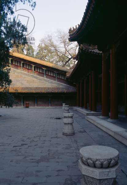 Stairway and pavilion near Tower of Fragrance of Buddha or Tower of Buddhist Incense (Foxiang Ge), Summer palace (Unesco World Heritage List, 1998), Beijing, China, 18th-19th century (photo)