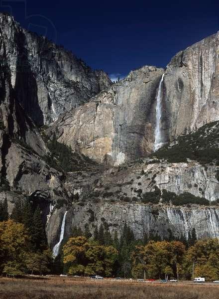 USA; California; Yosemite National Park; waterfall in Yosemite Valley (photo)