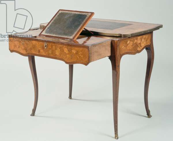 Louis XV style living room table, stamped by B Peridez, France, 18th century