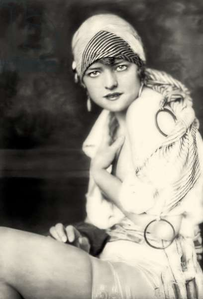 The Ziegfeld Follies performer Elizabeth Brown c.1925 (b/w photo)