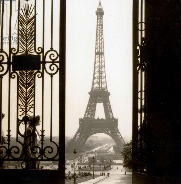 View of Eiffel Tower, Jardins du Trocadéro and Champ de Mars from Musee de l'Homme, Paris, France c.1937(photo)