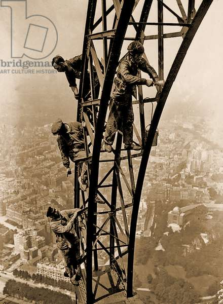 Painting the Eiffel Tower, 1932 (photo)