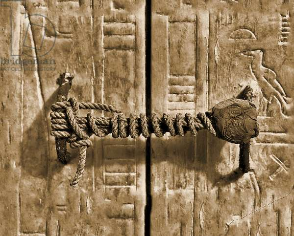 The unbroken seal on Tutankhamun's tomb, 1922 (photo)