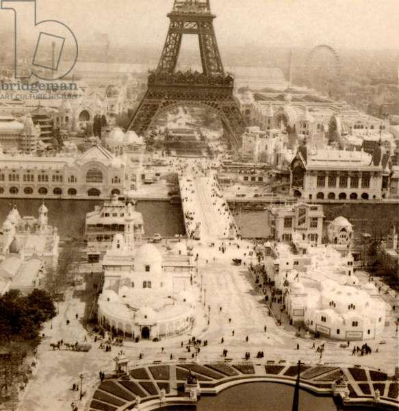 View of Exposition Universelle, Eiffel Tower, Champ de Mars, Pont d'Iena and Algerian Pavillons from Palais du Trocadéro, Paris, France, 1900  (photo)