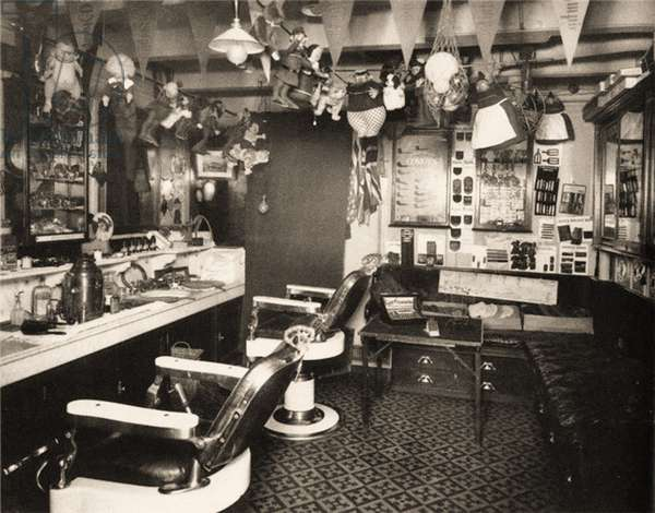 Barber shop aboard the Titanic, c.1912 (photo)