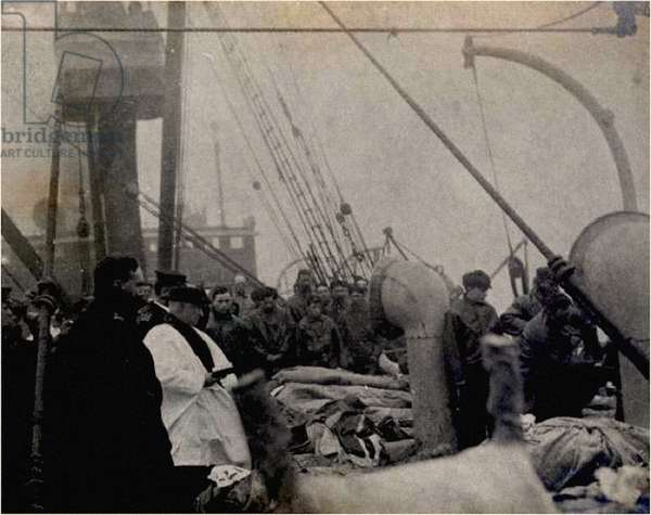 A priest praying over the victims of the Titanic,  1912 (photo)