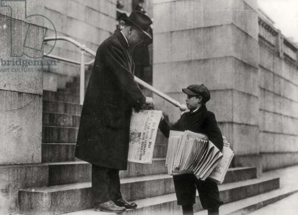 Man buying The Evening Star from newsboy, Washington, US. 1917 (sepia photo).