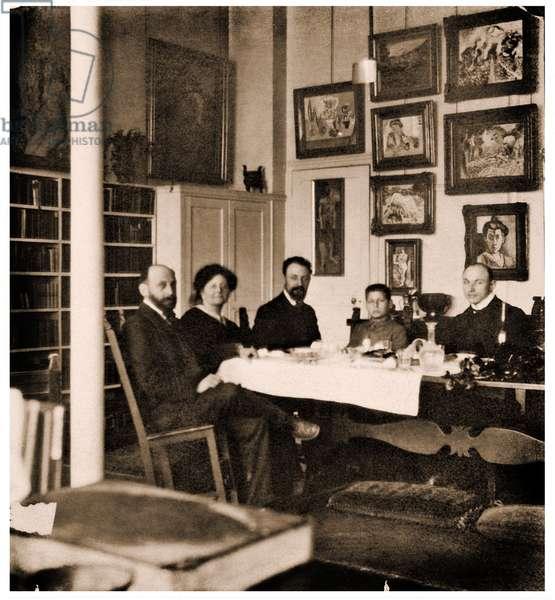 Henri Matisse  and Hans Purrmann dining with Michael, Sarah, and Allan Stein,58 rue Madame, Paris, c. 1908 (photo)