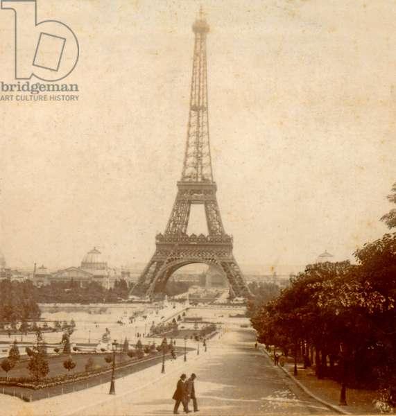 View of Eiffel Tower and Galerie des Machines from Jardins du Trocadéro , Paris, France c. 1889 (photo)