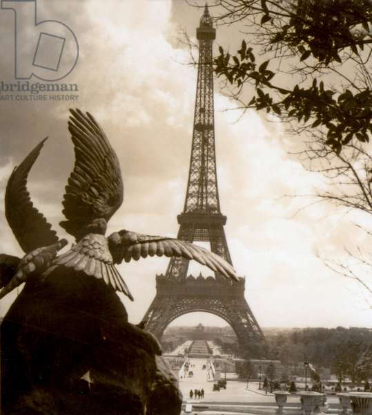 View of Eiffel Tower and Champ de Mars from Jardins du Trocadéro, Paris, France c.1937 (photo)