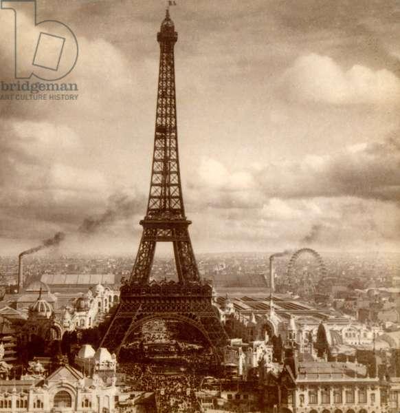 View of the Exposition Universelle, Eiffel Tower, Champ de Mars and Galerie des Machines from Palais du Trocadéro, Paris, France 1900 (photo)