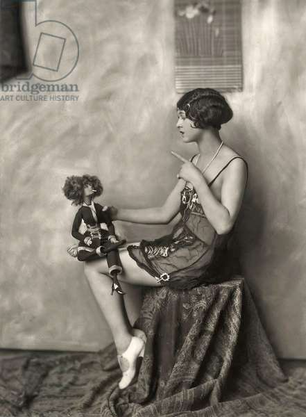 Ziegfeld Follies performer c.1925 (b/w photo)