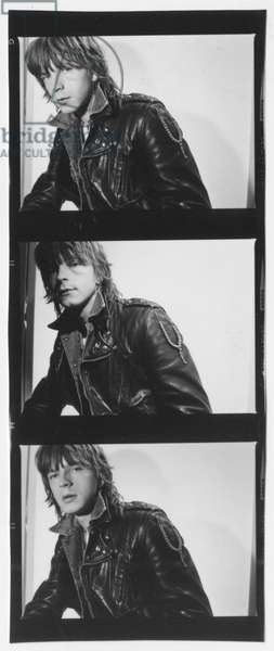 """French singer Renaud (Renaud Sechan) posing for """"Ma gonzesse"""" album cover, 1979 (b/w photo)"""