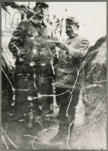 Captain Charles de Gaulle and Lieutenant Colonel Franz Boud'hors, commander of the 33rd Infantry Regiment, in a trench, late 1915 (photo)