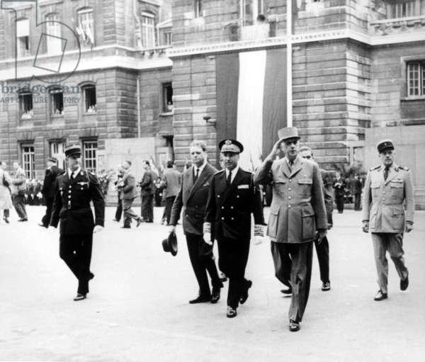 General de Gaulle arriving at the Préfecture de Police de Paris, with Colonel de Bonneval, 19 August 1958 (b/w photo)