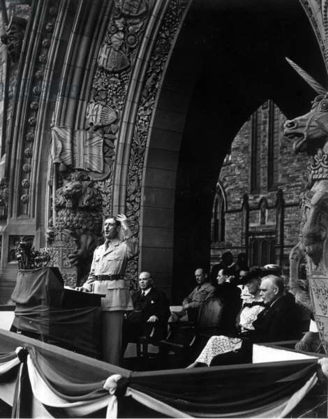 Speech of General de Gaulle before the Canadian Parliament, behind him, the Prime Minister of Canada, Mackenzie King, General Vanier, Lord Athlone, Governor of Canada, and Princess Alice, July 1944 (b/w photo)