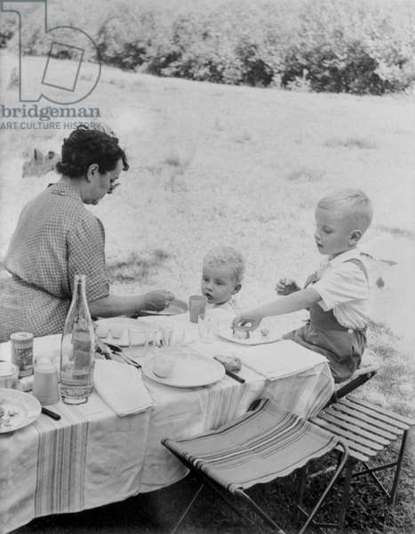 De Gaulle family picnic at the Dhuits springs, near Colombey-les-Deux-Eglise, 1954 (b/w photo)