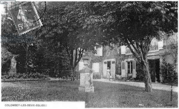 Postcard depicting La Boisserie, the future family property of General Charles de Gaulle (1890-1970) in Colombey-les-Deux-Eglises, 1903 (b/w photo)