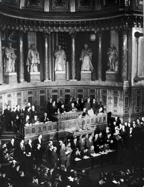 The speech of General de Gaulle at the tribune of the Constituent Assembly, at the Senate, to proclaim victory, 15 May 1945 (b/w photo)