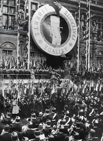 Liberation of Paris, General Charles de Gaulle (1890-1970) at the Hotel de Ville, 25th August 1944 (b/w photo)