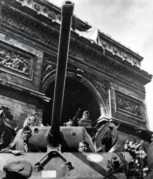 The Liberation of Paris, August 1944: The French 2nd Armored Division, commanded by General Leclerc, at the Arc de Triomphe, 1944 (b/w photo)