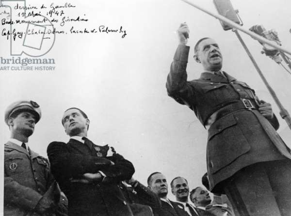 The speech of General de Gaulle in Bordeaux for the Rally of the French People, with Réné Lacoste, Jacques Chaban-Delmas, and Gaston Palewski, 15 May 1947 (b/w photo)