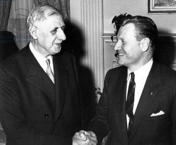 Nelson A. Rockefeller shaking hands with General de Gaulle at the Waldorf-Astoria Hotel, New York, 26 April 1960 (b/w photo)