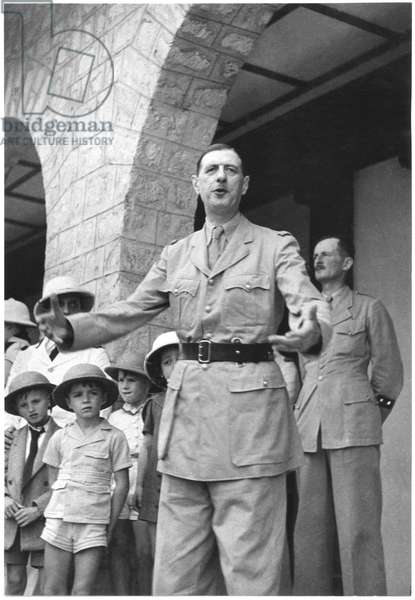 Free France in French Equatorial Africa, General Charles de Gaulle (1890-1970) making a speech and General Jacques Leclerc (1902-47) at Pointe-Noire, Congo, 1940 or 1941 (b/w photo)
