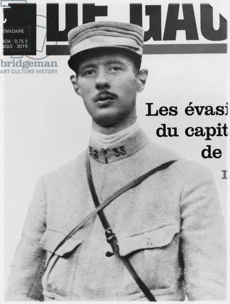 Captain Charles de Gaulle (1890-1970) 33rd Infantry Regiment, illustration from a weekly magazine on de Gaulle escapes from Germany, 1916 (b/w photo)