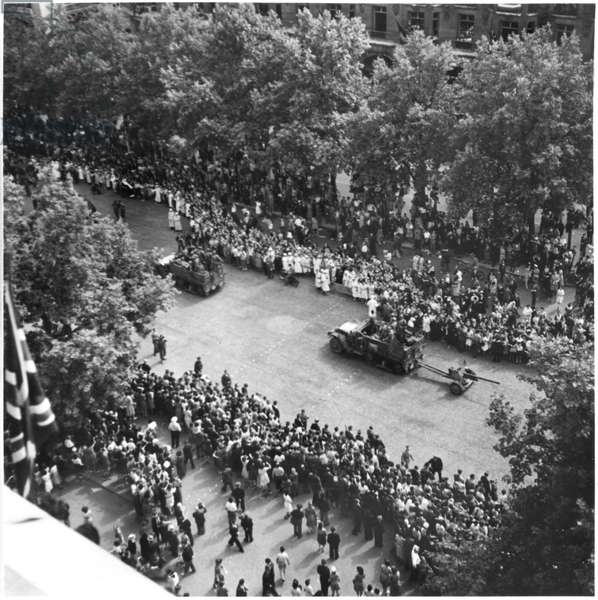 Liberation of Paris, French combatants marching down the Champs-Elysees, 26th August 1944 (b/w photo)