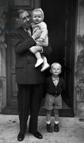 General de Gaulle at Boisserie with his grandsons, Yves and Charles, 1954 (photo)