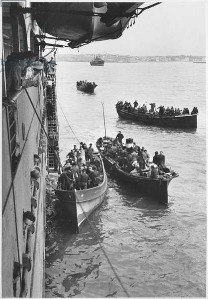 St. Jean de Luz, boarding of the troops, 21st June 1940 (b/w photo)