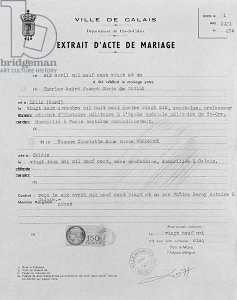 Marriage certificate of General Charles de Gaulle (1890-1970) and Yvonne Vendroux (1970-79) Calais, 6th April 1921 (b/w photo)
