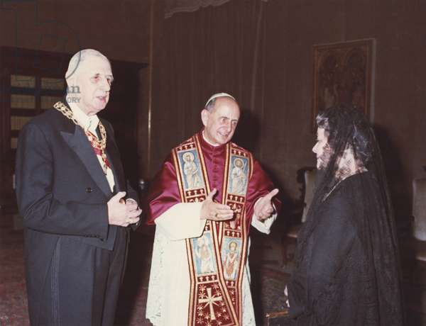 Pope Paul VI (1897-1978) General Charles de Gaulle (1890-1970) Yvonne de Gaulle (1900-79) having a meeting during their official trip to Vatican, 31st May 1967 (photo)