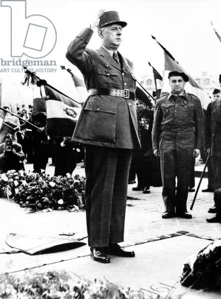 General de Gaulle at the Tomb of the Unknown Soldier, Arc de Triomphe, Paris, 1960 (b/w photo)