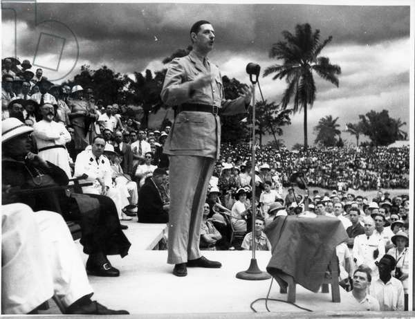 Free France in French Equatorial Africa, Brazzaville, General Charles de Gaulle (1890-1970) making a speech at the Eboue stadium, 26th October 1940 (b/w photo)