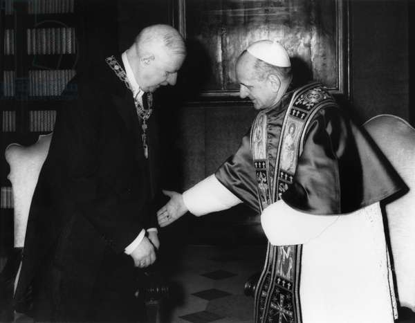 Pope Paul VI (1897-1978) and General Charles de Gaulle (1890-1970) having a meeting during an official trip to Vatican, 31st May 1967 (b/w photo)