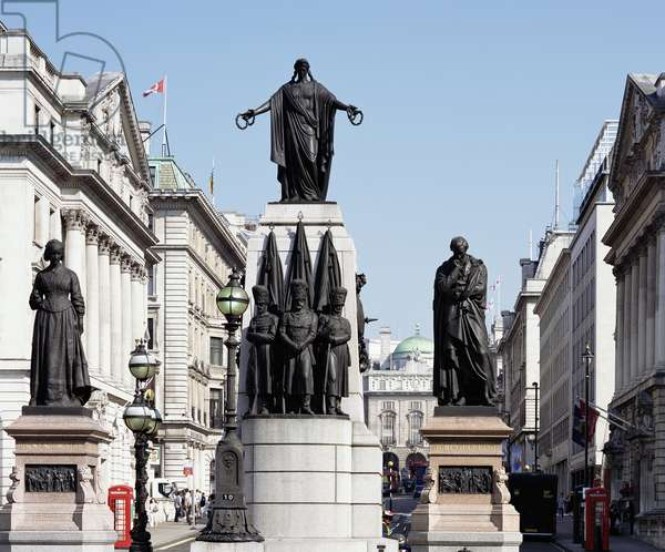 View of the Guards' Memorial by John Bell, with Florence Nightingale by Arthur Walker and Lord Herbert by John Foley, Waterloo Place (photo)