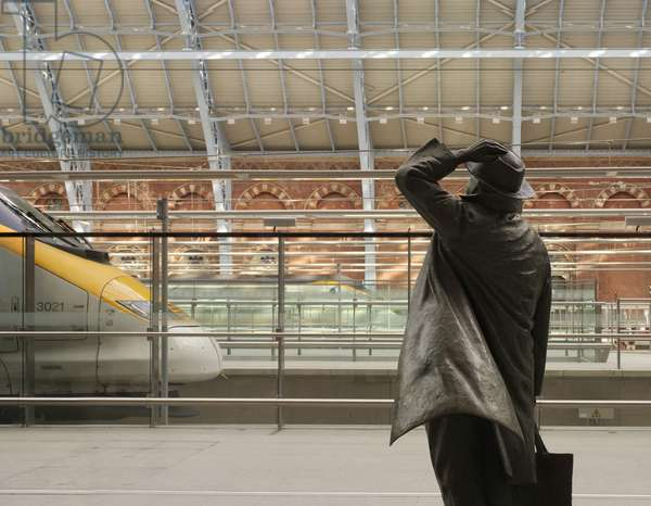Bronze statue of Sir John Betjeman at St Pancras Station, London